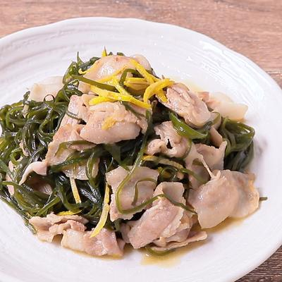 切り昆布と豚バラ肉のゆず炒め