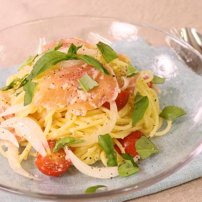 和えるだけで簡単おしゃれ!トマトと生ハムの冷製スパゲティ