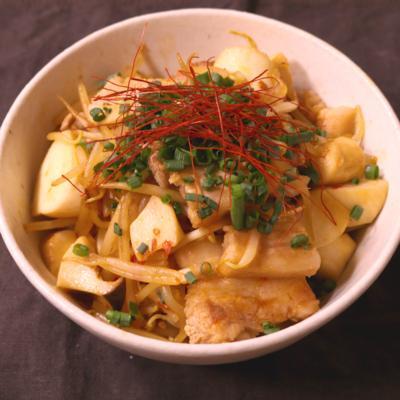 冷蔵庫の余り物で簡単!野菜炒め丼