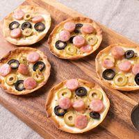 餃子の皮で  オリーブとウインナーのピザ