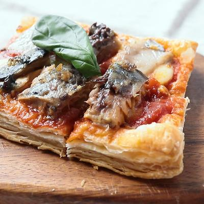 モッツアレラチーズとトマトのオープンパイ