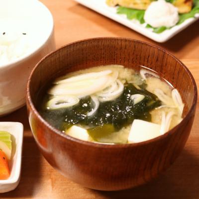 基本の和食 豆腐とわかめのみそ汁