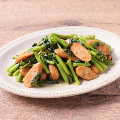 空心菜とソーセージのカレー炒め