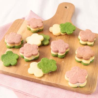 ひな祭りに 3色の花形クッキーサンド