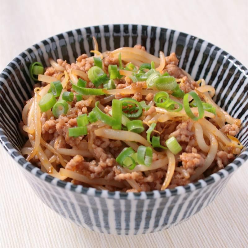 もやしとひき肉のピリ辛丼 作り方・レシピ