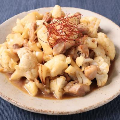 鶏もも肉とカリフラワーのガーリックバター醤油炒め
