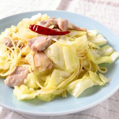 鶏もも肉とキャベツのペペロンチーノ
