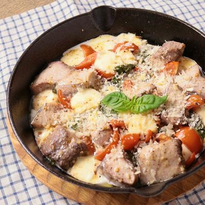 カツオとトマトのモッツァレラチーズ焼き