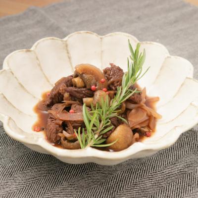 お鍋でじっくりコトコト 牛肉の赤ワイン煮込み
