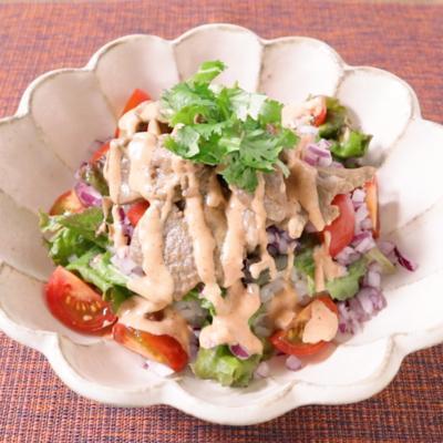 ラム肉のケバブ風サラダ丼