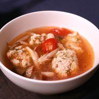 バジル香る肉団子のキノコスープ