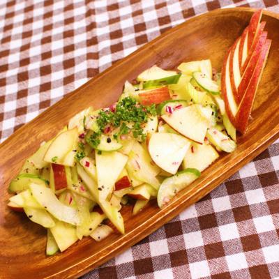 意外と合う!デリ風リンゴとセロリのサラダ