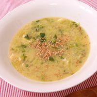 たっぷり玉ねぎと豆苗の卵中華スープ
