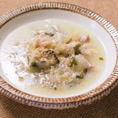 心も体も温まる!鶏と野菜のサムゲタン風スープ