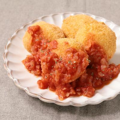 チーズいももちフライ トマトソースかけ