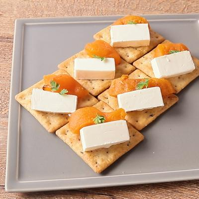あんぽ柿とクリームチーズのカナッペ