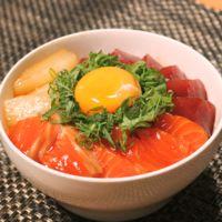 ピリ辛海鮮ユッケ丼