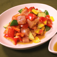 ビンチョウマグロと彩り野菜のピリ辛和え