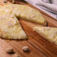 ピザ仕立て  たっぷりチーズのはちみつがけ