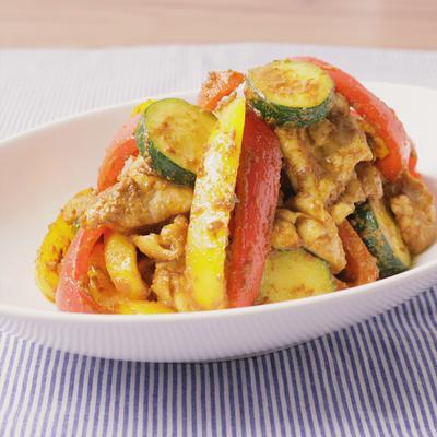 カラフルパプリカと鶏もも肉のマヨカレー炒め