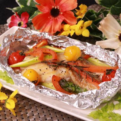熱々ふっくら!彩り野菜と鱈のバターホイル焼き