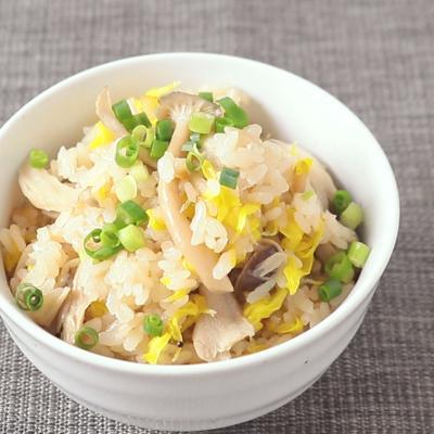 食用菊とたっぷりきのこの炊き込みご飯