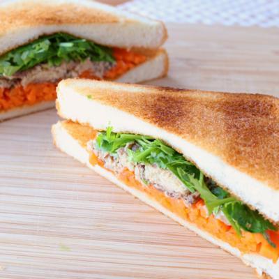 バインミー風 サバ水煮缶となますのサンドイッチ