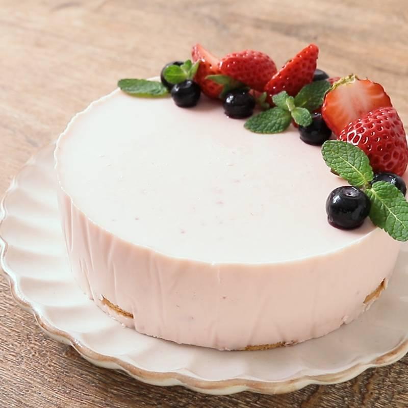 イチゴのゼリーケーキ