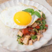魚肉ソーセージのガパオ風ライス