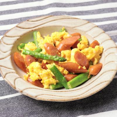 アスパラガスとウインナーと卵炒め