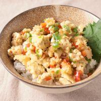 レンジで簡単 和風豆腐ガパオ丼