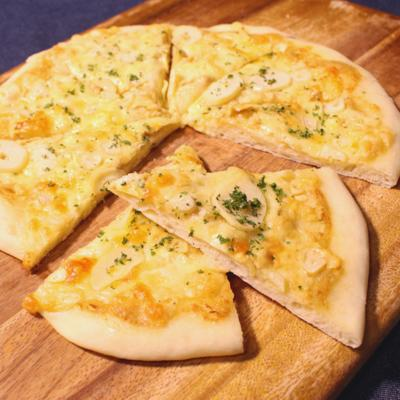 手作り生地の ガーリックピザ
