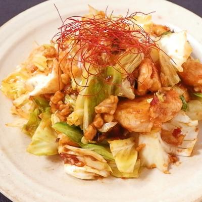 鶏ささみとキャベツの韓国風くるみ炒め