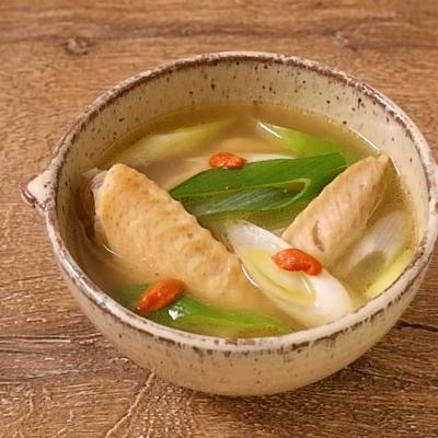 手羽先とクコの実のあっさり塩スープ