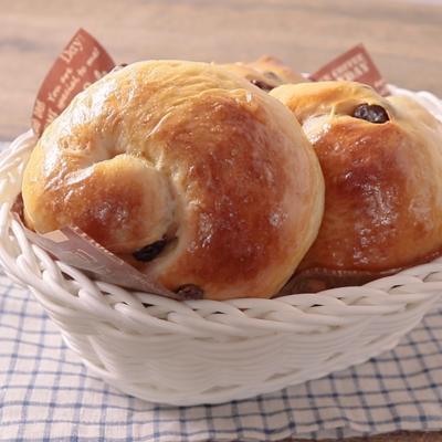 黒糖レーズンロールパン