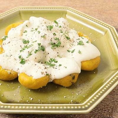 市販のかぼちゃの煮物で かぼちゃのニョッキ チーズソースかけ