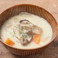 牡蠣とじゃがいもの豆乳スープ