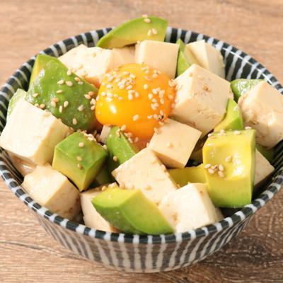 めんつゆで アボカドと豆腐の漬け丼