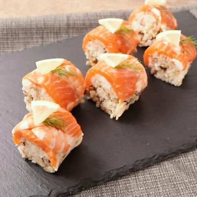 サーモンとエビのロール寿司