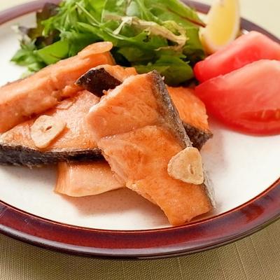 ガーリックバターで鮭のムニエル