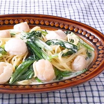 プリプリホタテと小松菜のクリームパスタ