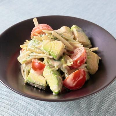 水菜とアボカドのオーロラサラダ