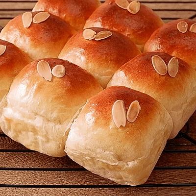 アーモンドミルクで モチフワちぎりパン