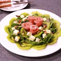 さっぱりフルーティーな キウイのサラダ