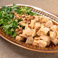サラダチキンとパクチーのエスニック風サラダ