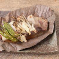 豚バラ肉とまいたけの朴葉焼き