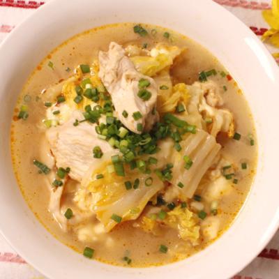白菜と鶏肉で!ピリ辛とろーりチーズ煮込み
