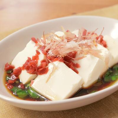ニラとカリカリ梅の豆腐サラダ