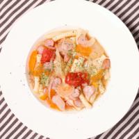 朝ごはんや夜食にぴったり!マカロニ入り野菜スープ