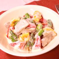 アスパラガスと彩り野菜のチキンクリーム煮